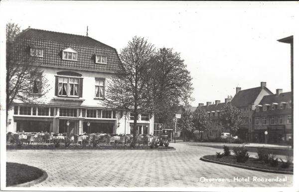 Bloemendaalscheweg, hoek Zijlweg, Hotel Roozendaal, 1949