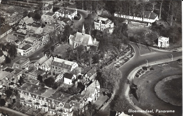 Kerkplein 1957 (2)